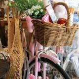 Идея для пикника: велосипед и плетеная корзинка