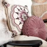 Яркие декоративные подушки для украшения дома