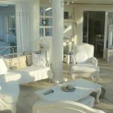 Белый декор интерьера дома