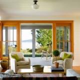 Дерево и белый цвет: Дом на острове Guemes, штат Вашингтон