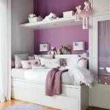 Бело-фиолетовая детская комната для девочки