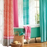 Украшаем ванну: Яркие занавески и шторки для ванной комнаты