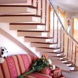 Экономим место в доме: 15 идей, как использовать пространство под лестницей