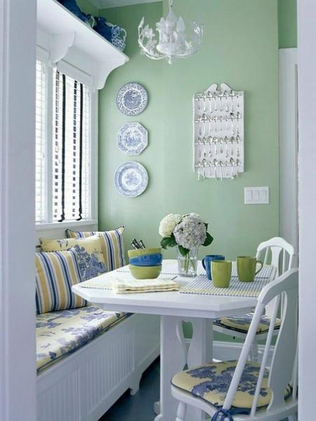 Самым необходимым предметом интерьера кухни является обеденный стол, за которым собирается вся семья во время обеда