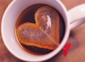 Чай в виде сердца на день святого Валентина