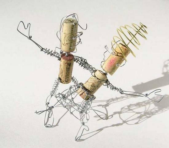 Поделка: пара в танце из винных пробок и обычной проволоки