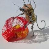 Мышь с подарками: Винные пробки, проволока, сетка и конфеты