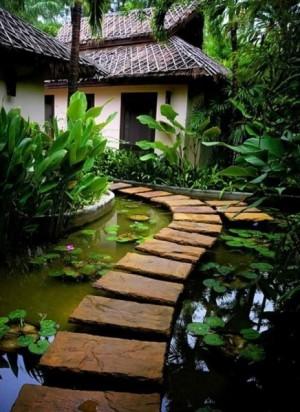 Делаем на даче пруд с мостиком