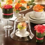 Приветствуем весну: изящная сервировка стола с помощью живых цветов