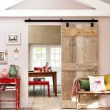 Компактная идея для небольших комнат: раздвижная дверь