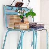 Украшаем стену стульями: нестандартное использование привычной мебели
