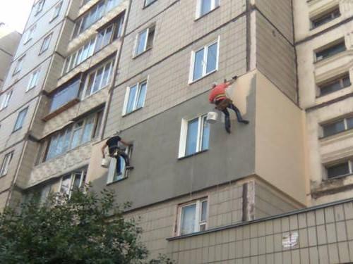 Утепление квартиры пеноплексом с помощью промышленных альпинистов