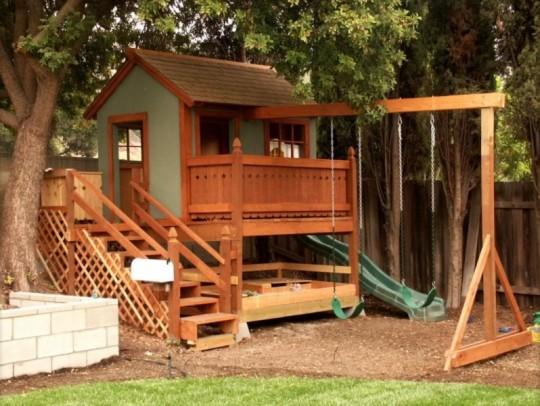 Детский домик на сваях