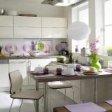 Белый, зеленый и фиолетовый: Дизайн интерьера кухни 11 кв. м. с планом расстановки мебели