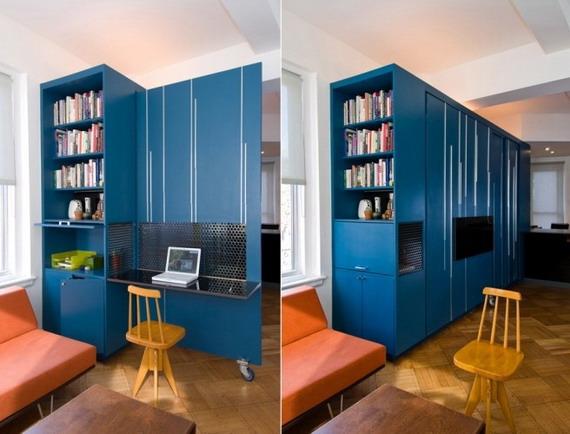 Выдвижная стенка шкафа - рабочее место в маленькой квартире