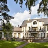 Самые шикарные дома на Рублевке, их экстерьеры и интерьеры + кто в них живет