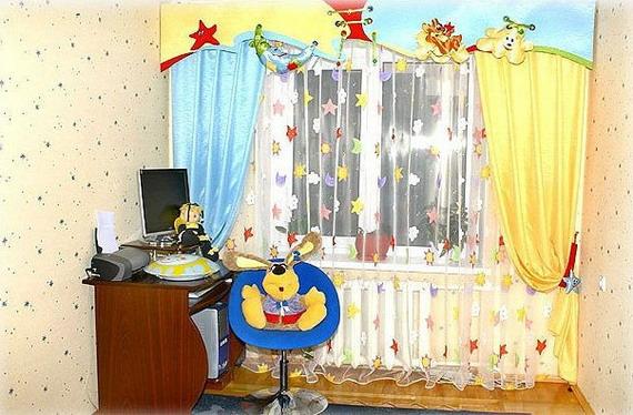 Фигурный ламбрекен на занавесках для детской комнаты
