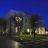 Световой поток, льющийся из-под земли – это изюминка шикарного особняка Yarze от Raed Abillama Architects, Baabda, Ливан