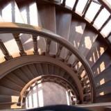 Тонировка и лакирование деревянных лестниц