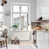 Интерьер светлой белой кухни
