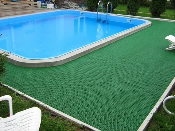 Напольные покрытия у бассейна