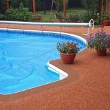 Бассейн во дворе и напольные покрытия для него