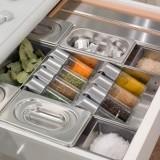 Хранение вещей в ящиках на кухне
