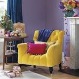 Яркие кресла в интерьере гостиной