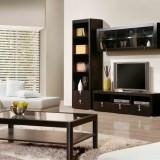 Темная мебель в интерьере гостиной