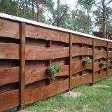 Заборы для современных дач: выбираем дерево